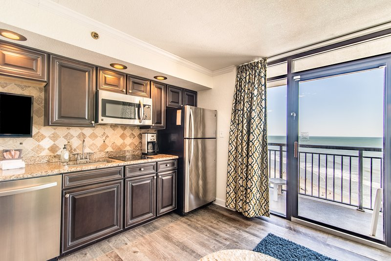 Stunning clean renovated oceanfront condo with 5 pools, hot tubs, lazy river., location de vacances à North Myrtle Beach