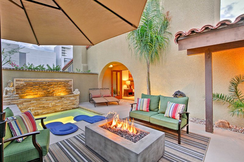 Have the ultimate romantic retreat by staying at this enticing Palm Springs vacation rental condo!