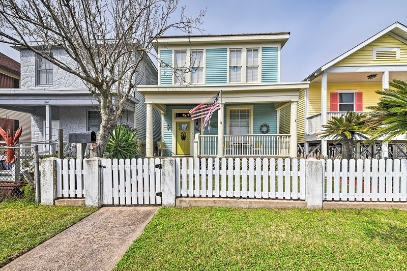 This home for 8 sits just 4 blocks from a glorious beach.