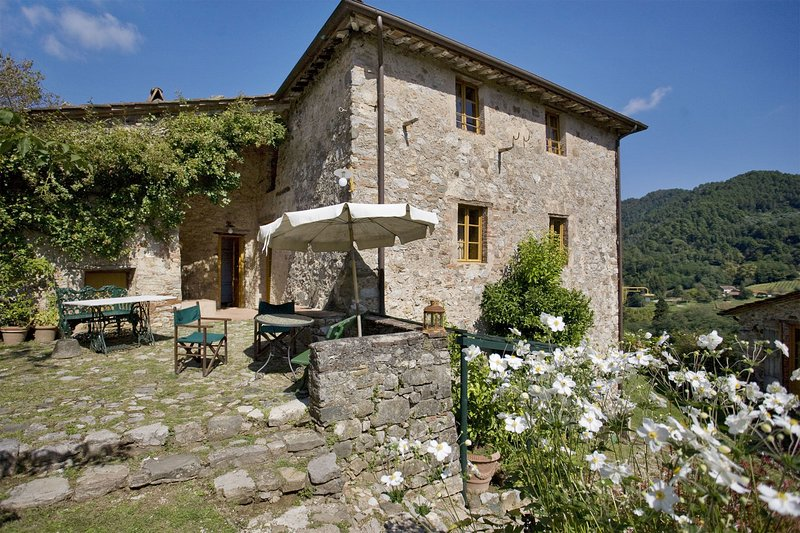Bozzano Villa Sleeps 10 with Pool and WiFi - 5695991, holiday rental in Convalle
