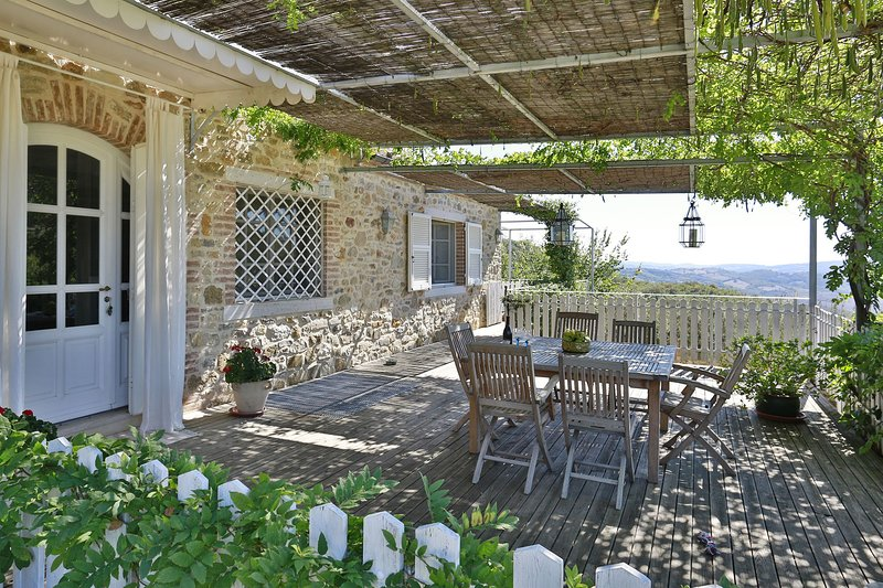 Capanne Villa Sleeps 6 with Pool Air Con and WiFi - 5696007, vacation rental in Catabbio