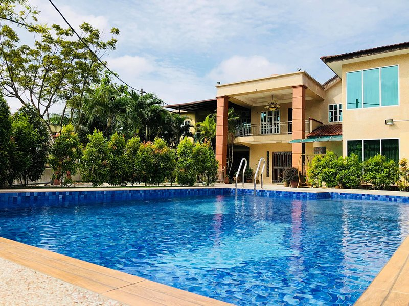One 5 Residence Homestay 15rooms 38pax, holiday rental in Selangor