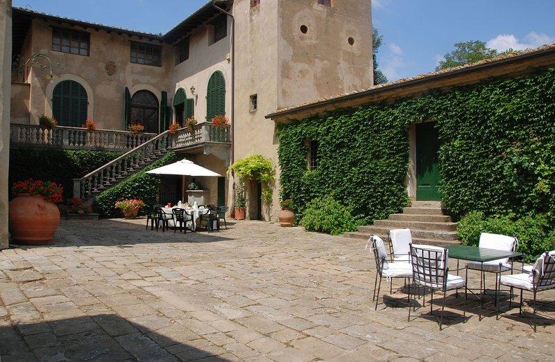 Montelopio Villa Sleeps 9 with Pool and WiFi - 5696061, Ferienwohnung in Montelopio
