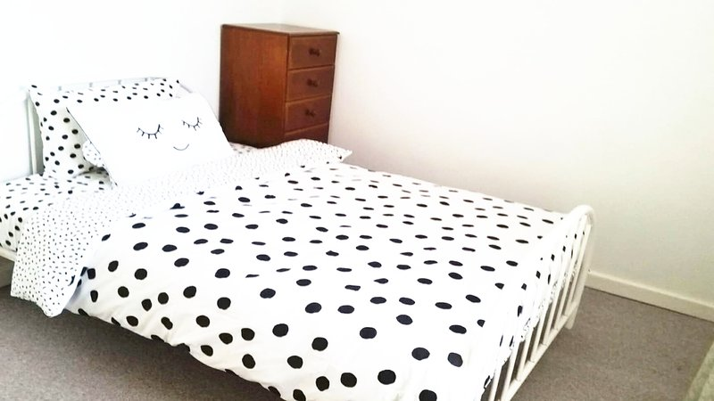 Dream Room -- house near Sturt Reserve, Murray Bridge, holiday rental in Murray Bridge