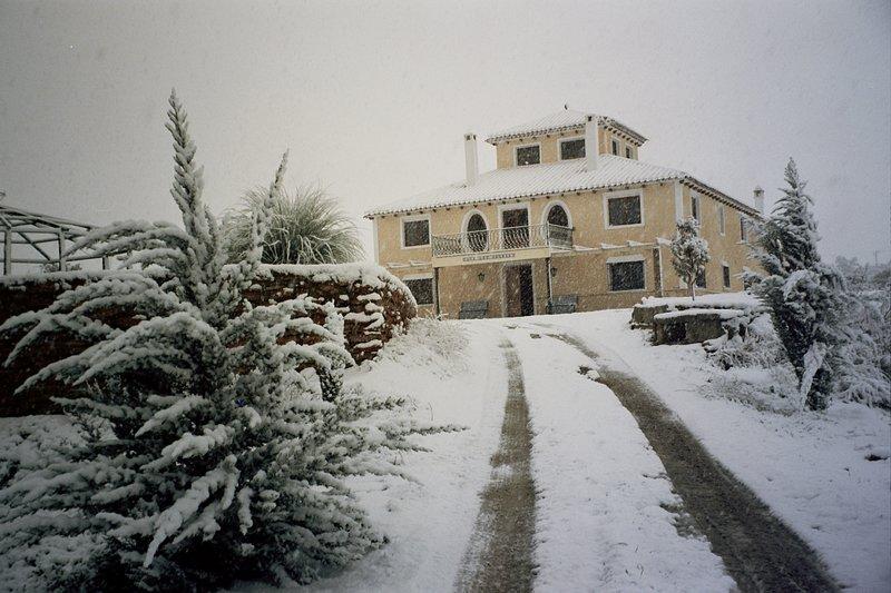 Apartamento I. ' Cortijo los Nogales ' . Finca Villa Ana. 1 dormitorio, 2 pax., vacation rental in Huescar