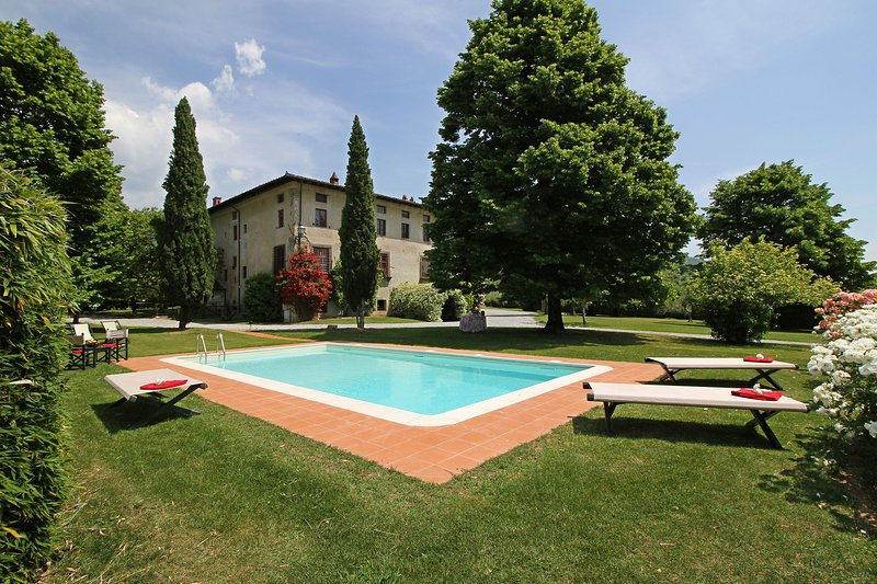 Segromigno in Monte Villa Sleeps 16 with Pool and WiFi - 5695986, location de vacances à Segromigno in Monte