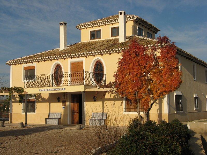 Apartamento II  en el ' Cortijo los Nogales ' . Dos dormitorios. Seis personas., vacation rental in Huescar
