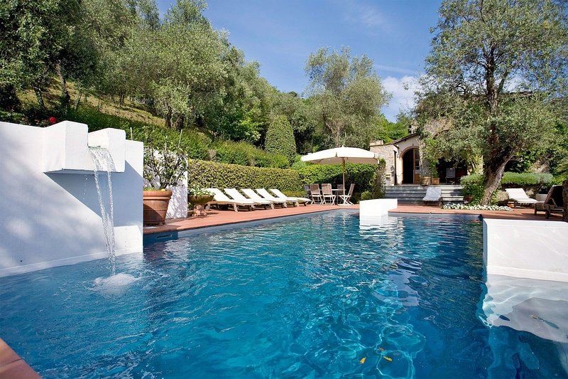 Nocchi Villa Sleeps 8 with Pool and WiFi - 5696011, vacation rental in Nocchi