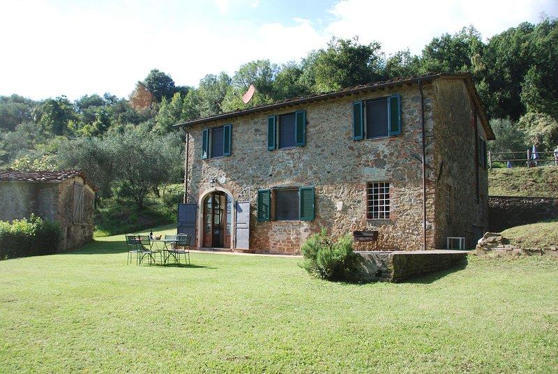 San Gennaro Villa Sleeps 6 with Pool and WiFi - 5696035, holiday rental in Villa Basilica