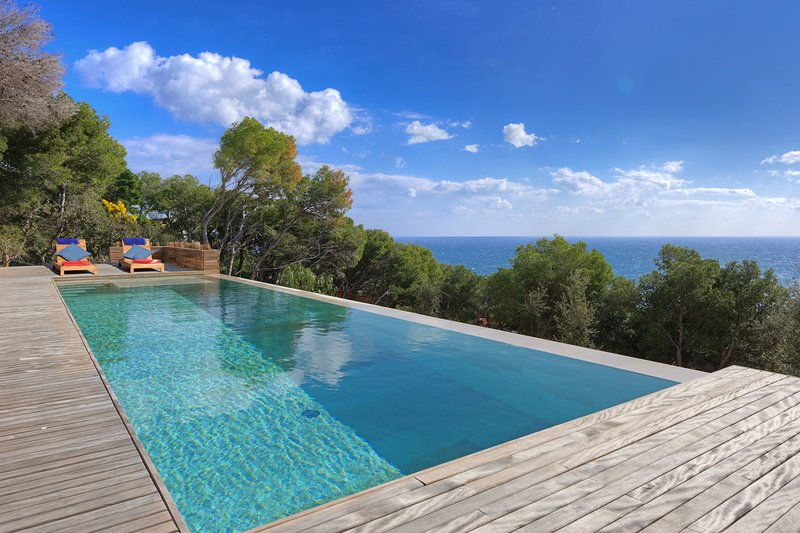 Tamariu Villa Sleeps 8 with Pool and Air Con - 5579578, Ferienwohnung in Tamariu