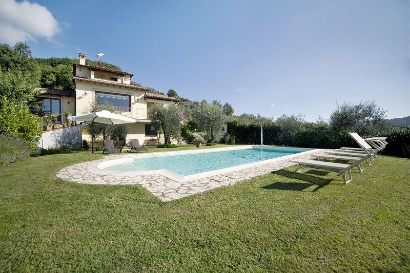 Prato di Sopra Villa Sleeps 10 with Pool and Air Con - 5696025, vacation rental in Nocchi