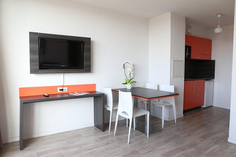 Adonis Paris Sud Living Room