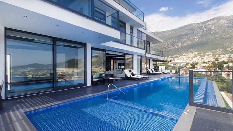 Villa Kalkan Elite is a 5 Bedroom Luxury Amazing Private Pool and Jacuzzi Villa, aluguéis de temporada em Kalkan