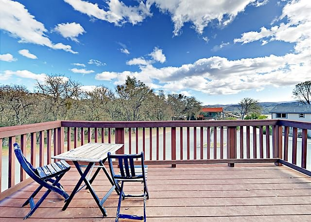 Oak Shores Home on Lake Nacimiento w/ Boat Launch, Shared Pool & Mini Golf, location de vacances à Lake Nacimiento