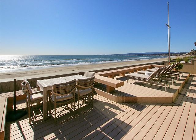 Stunning Beachfront Retreat at Seascape w/ Sauna, Private Deck & Courtyard, location de vacances à La Selva Beach