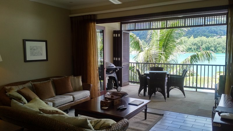 Lounge with large veranda with outdoor dining + BBQ Grill