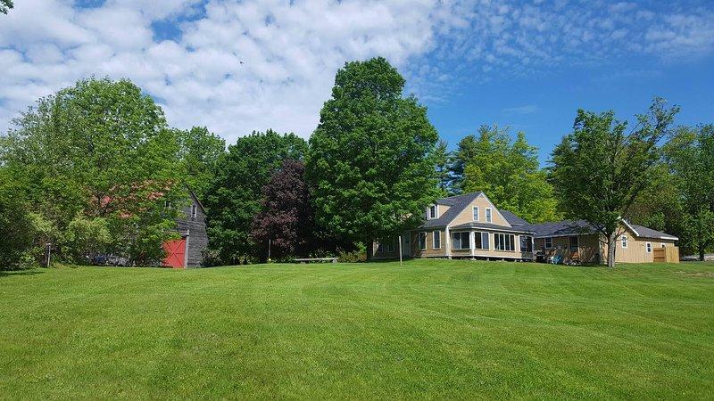 Voltar da Casa com Sunporch, área para churrasco e enormes gramados para jogos