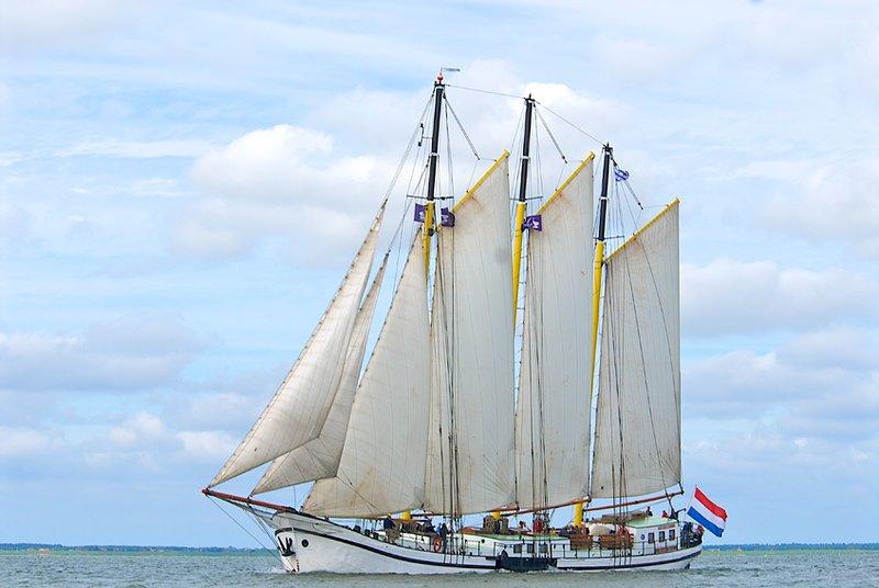 Zeilen op de Waddenzee en IJsselmeer  Klipper Grote Beer, vacation rental in Makkum