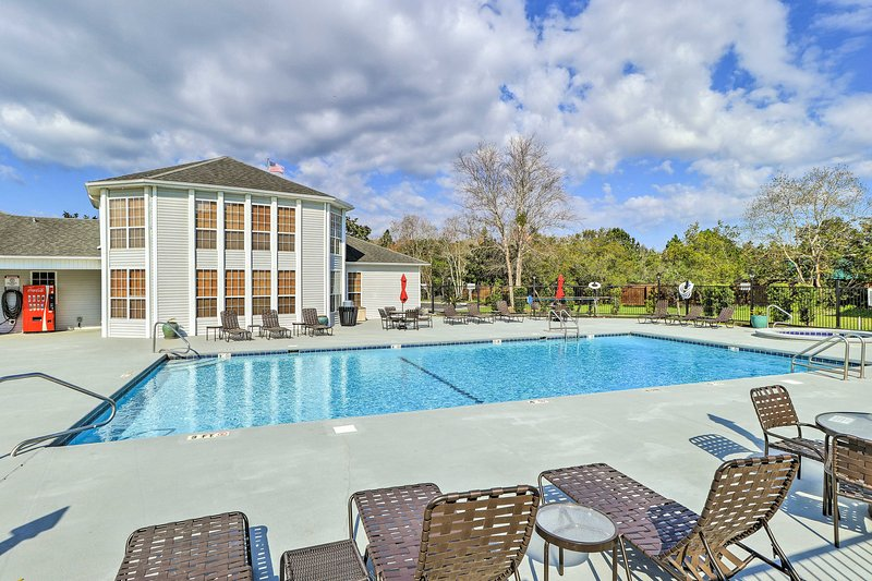Escape to Gulf Shores at this lovely 2-bed, 2-bath vacation rental condo.
