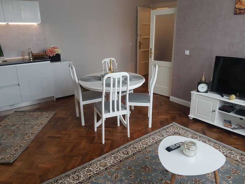 Old Town Apartments, holiday rental in Vale