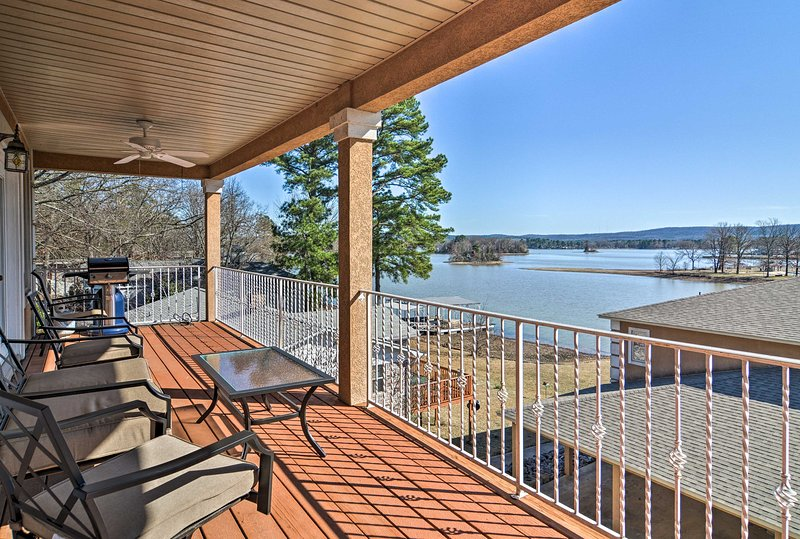 Hot Springs Condo on Lake Hamilton w/Balcony+Views, aluguéis de temporada em Hot Springs