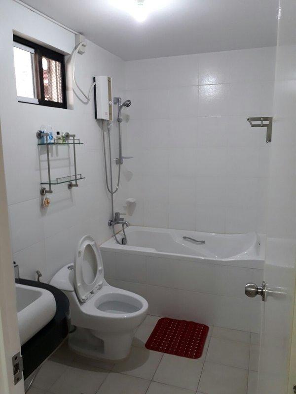 Bathroom en suite in the master's bedroom