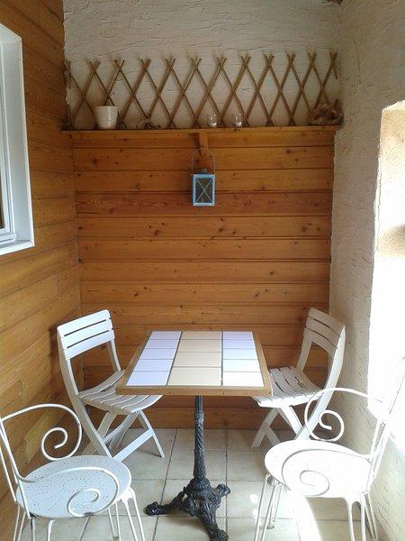 appartement au bord du canal du midi proche de la mer, vacation rental in Villeneuve les Beziers