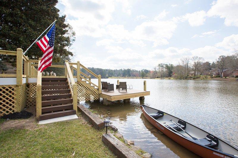 Beautiful lake views, Canoe and fishing rods provided!