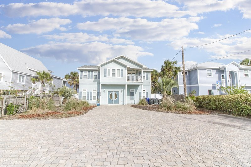 Beautiful Oceanfront Pool Home ~ Private Boardwalk ~ Sugar Sand Beach, location de vacances à Crescent Beach