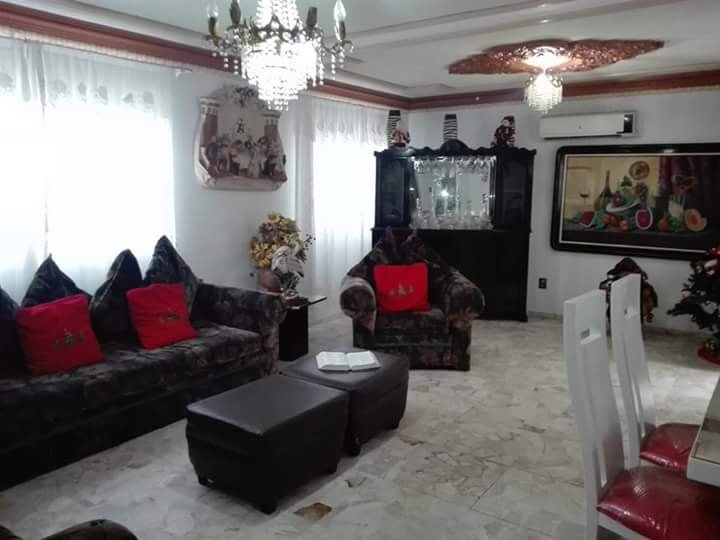 Spacious house with 3 floors for you and your family. Dining room, kitchen, etc.