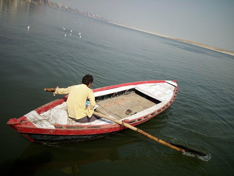 huren rij boot op Assi ghat Varanasi