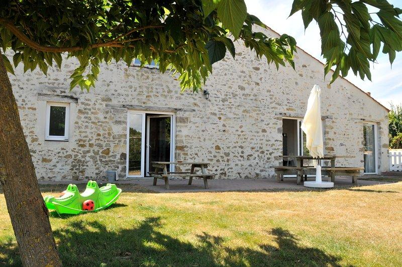 Gîte 'Tourterelle' proche de la mer avec piscine couverte et chauffée, location de vacances à Poiroux