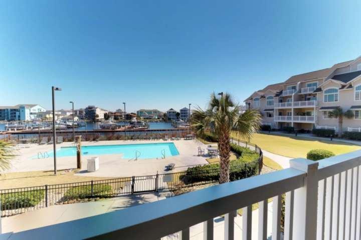 Pesce fuori dal molo, salto in piscina o prendere la barca per un giro, Paradise Palace ha molto da offrire insieme a questa grande vista!
