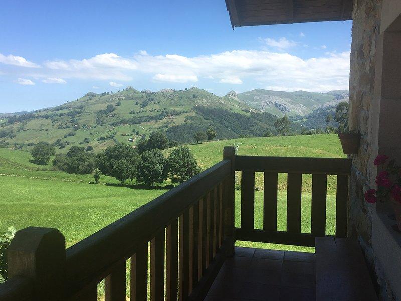 Vistas desde el balcón de la casa (en la parte delantera), a las tetas de Liérganes
