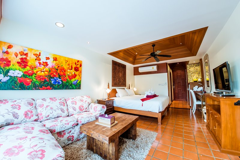 Middle floor guest room 3 with sofa