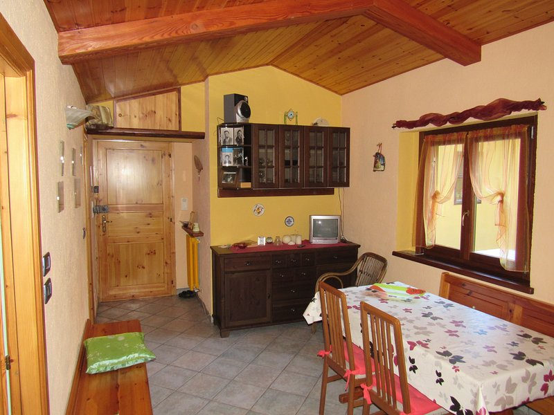 Mansarda romantica tra i monti, vacation rental in Prarostino