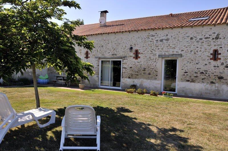 Gîte 'Mésange' - proche de la mer avec piscine couverte et chauffée, location de vacances à Poiroux