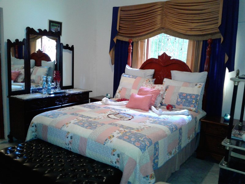 Wilson's EnSuite Deluxe, holiday rental in St. Ann's Bay