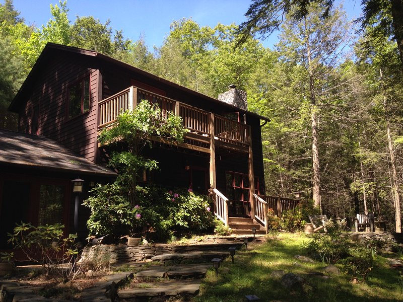 Tranquil Woodstock Home in the Woods with Hot Tub and Ping Pong, alquiler de vacaciones en Woodstock