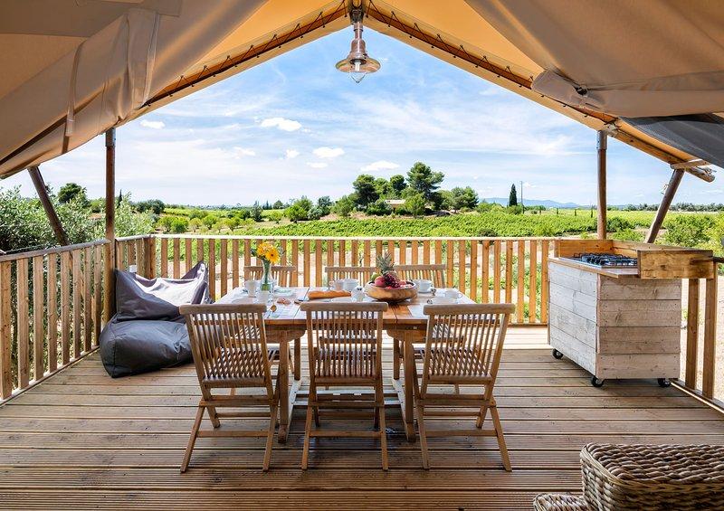 Casa Tuia Carvoeiro, glamping tent 6p.(tent3), holiday rental in Helechosa de los Montes