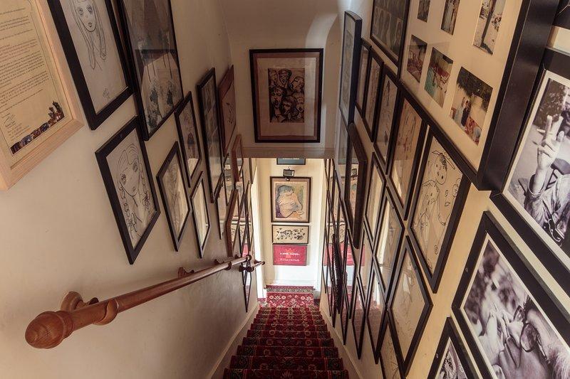 Escada de acesso ao 1º piso.