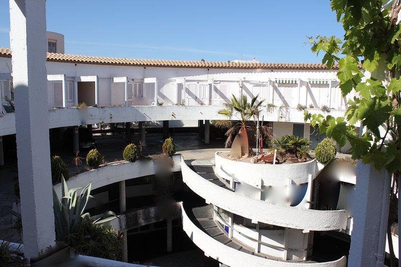 PLATJA D'ARO ROUND STORE APARTAMENT, vacation rental in Castell-Platja d'Aro