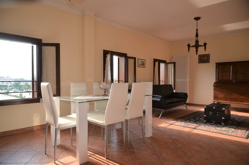 Elegant and cheap apartment in Camposampiero, holiday rental in Piazzola sul Brenta