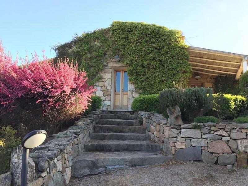 Podere spartaco casa in pietra villa deluxe (stazzo), location de vacances à San Pantaleo