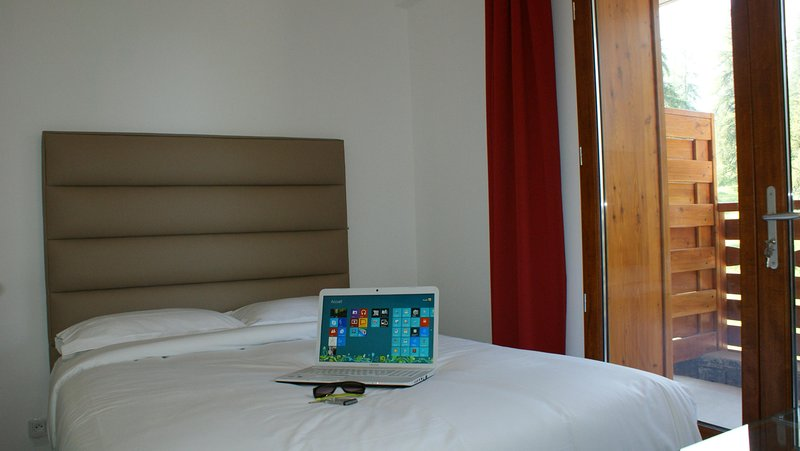 Adonis Valberg Bedroom