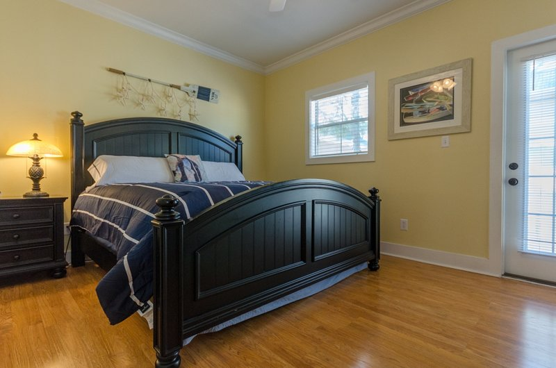 Hardwood,Bed,Bedroom,Furniture,Window