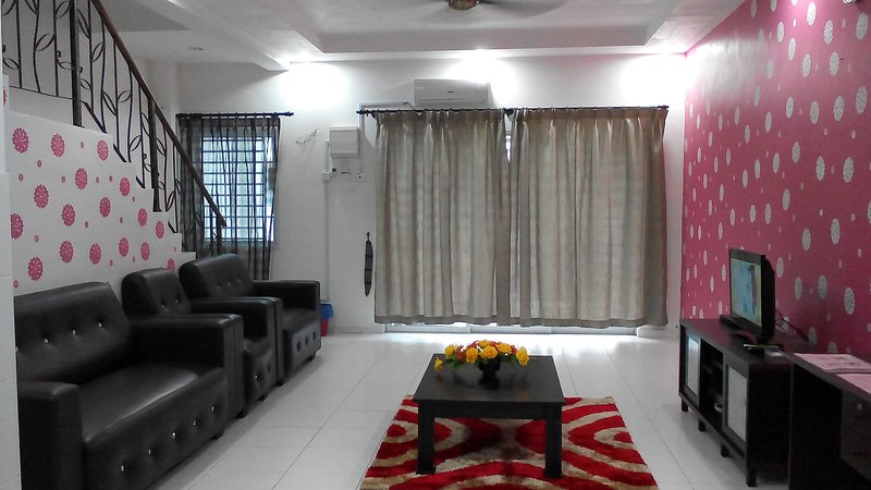 Homestay in Johor Bahru (For 15 pax) Near To Singapore Customs & JB Town, holiday rental in Johor Bahru