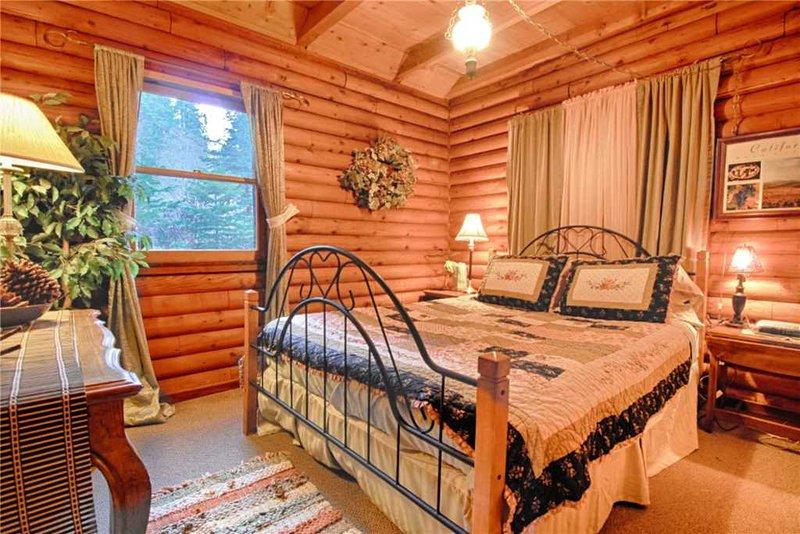 Bed,Bedroom,Furniture,Bench,Indoors