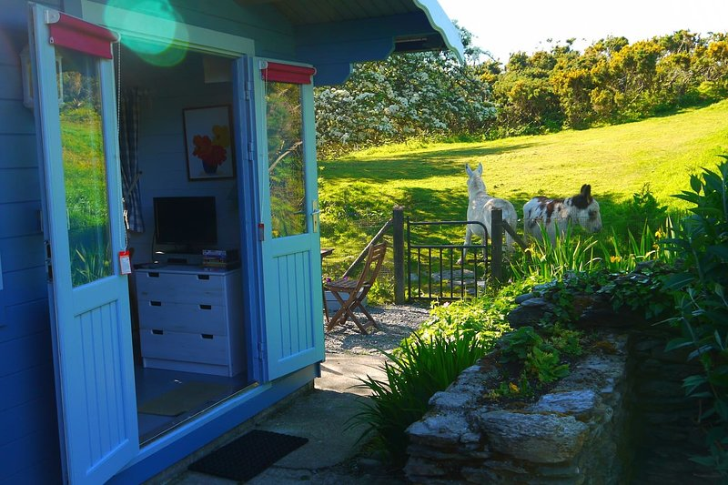 The Chalet - Glamping in West Cork Ireland.nr Schull on the Wild Atlantic Way, location de vacances à Ahakista