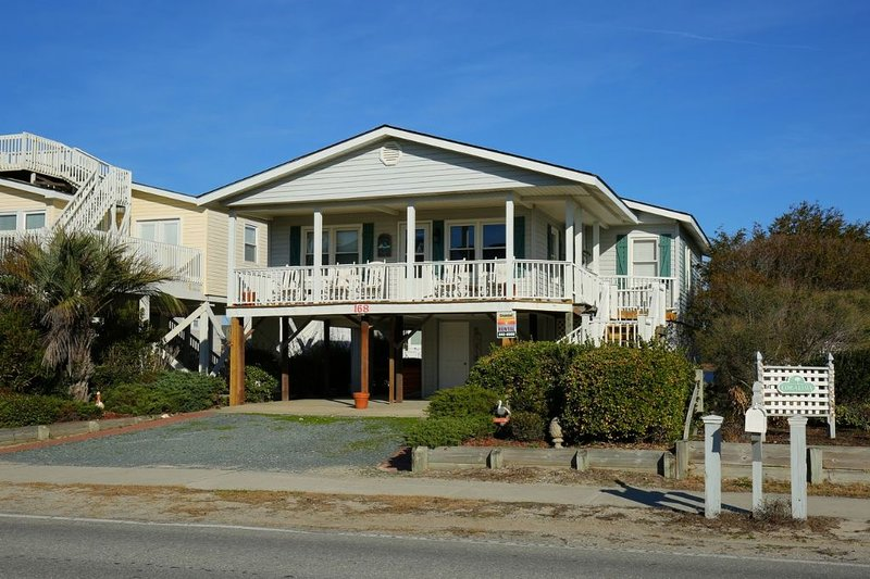 Wayne's World Private Home, vacation rental in Holden Beach